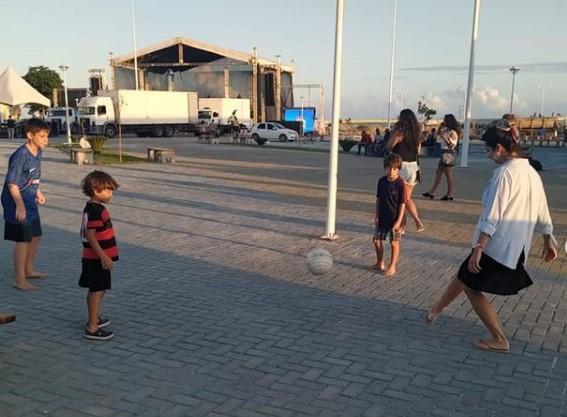 Foto: Turistas na Nova Orla de Marataízes