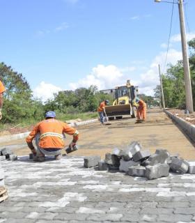 Pavimentação em 10 ruas melhora acessibilidade no bairro Anchieta