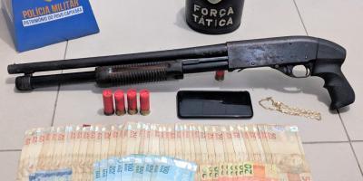 Força Tática da PM prende homem com espingarda calibre 12 em Lagoa do Siri, Marataízes