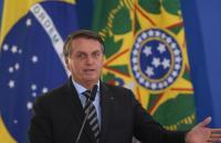 Bolsonaro recomenda compra de fuzil: