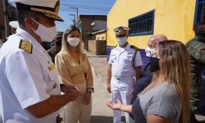 Almirantes visitam escola do Pontal reformada por fuzileiros
