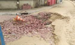 Ressaca: mar avança e cobre de areia ruas em Itaóca