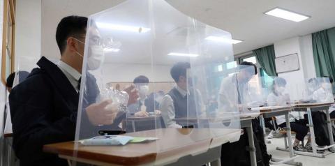 Coreia do Sul reabre escolas sob rigorosas medidas de segurança sanitária