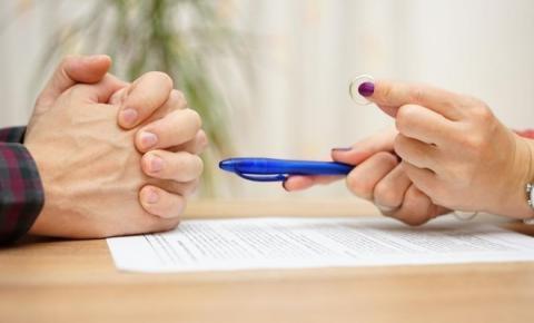 Pensão alimentícia entre ex-cônjuges: é devida? Até quando?