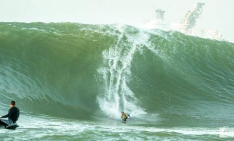 VÍDEO   Atleta capixaba de bodyboard surfa maior onda do ano, com 7 metros de altura