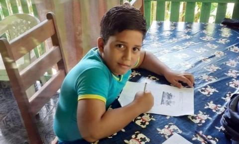 Criança morre ao receber descarga elétrica de celular que estava carregando