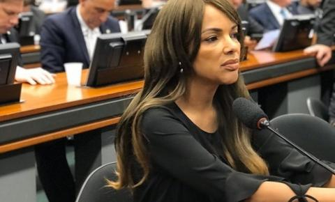PSD suspende filiação de deputada Flordelis e inicia trâmites para expulsão