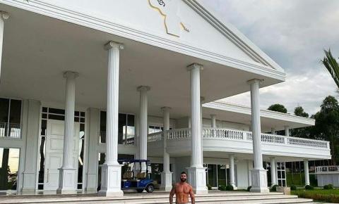 Gusttavo Lima deixa mansão onde vivia com Andressa Suita e os filhos