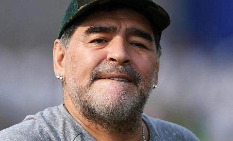 Com coágulo, Maradona passou por cirurgia no cérebro nesta terça-feira