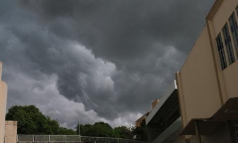 Instabilidade no tempo permanece nesta quarta-feira (25), com previsão de chuva em alguns momentos por todo o Espírito Santo