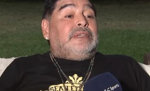 Jornal informa morte de Maradona após mal súbito