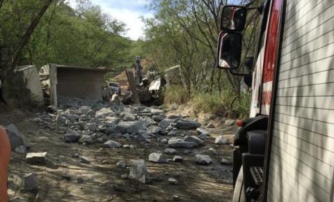 Trabalhador morre em acidente com caminhões dentro de pedreira em Cachoeiro