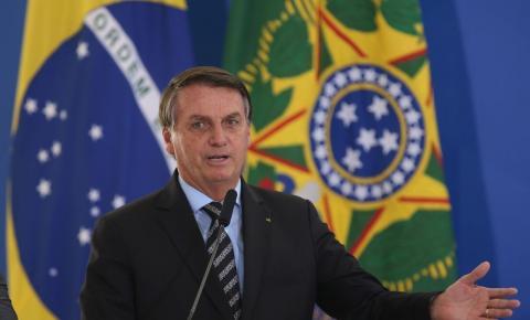 Bolsonaro assina decreto de indulto natalino