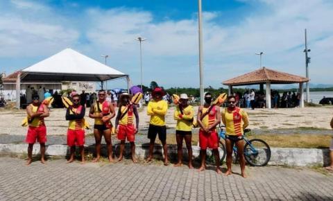 Guarda-vidas dão suporte à procissão marítima em Marataízes