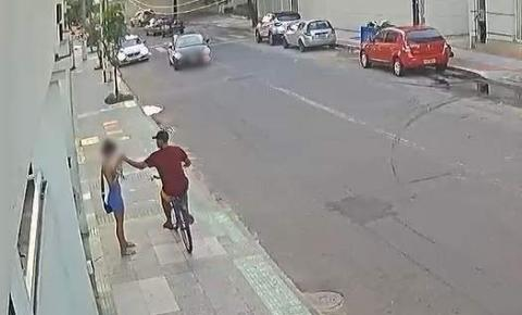 Vídeo | Suspeito rouba celular e é atropelado por namorado da vítima em Vila Velha