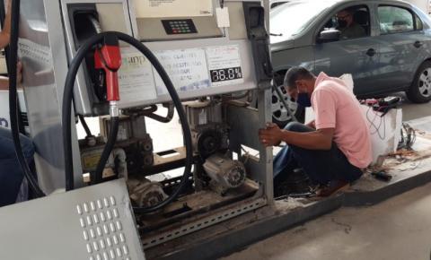 CINEMATOGRÁFICO: Criminosos roubam cofre de posto de combustíveis do litoral sul