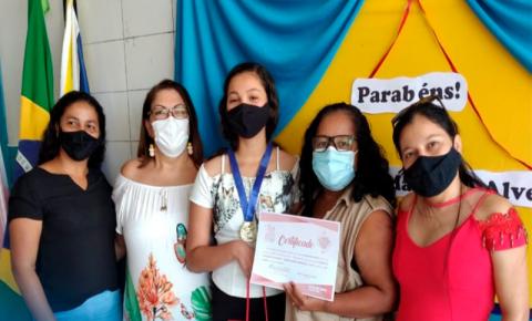 Estudante da Rede Municipal de Marataízes é destaque em concurso de poesias