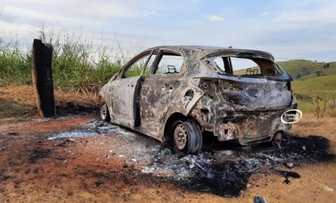 Veículo HB20 encontrado na zona rural estava com perfurações de arma de fogo em Presidente Kennedy