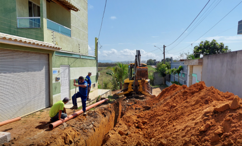 Prefeitura realiza obras de pavimentação e esgotamento sanitário no bairro Acapulco