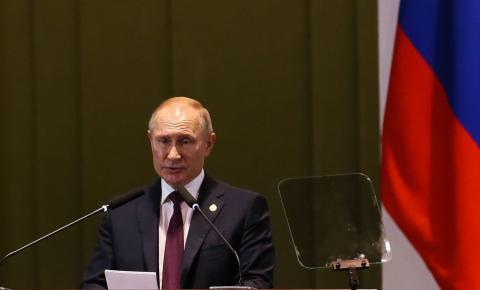 Parlamento russo aprova lei que permite continuidade de Putin
