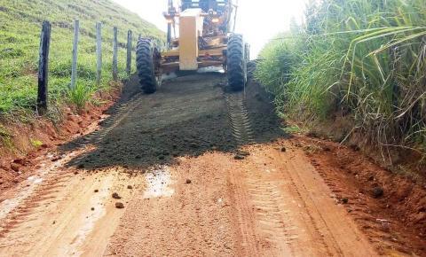 Estradas do interior recebem melhorias com aplicação de Revsol em Anchieta
