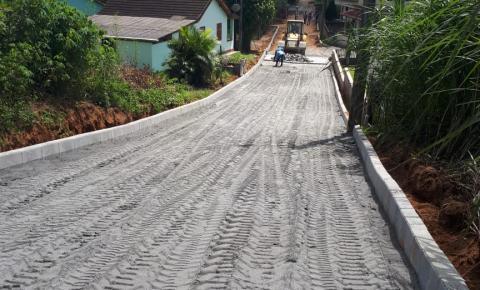 Serviços de pavimentação de ruas são iniciados no interior de Anchieta