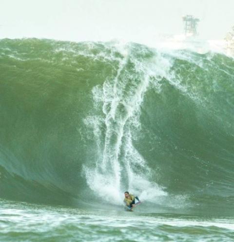 VÍDEO | Atleta capixaba de bodyboard surfa maior onda do ano, com 7 metros de altura